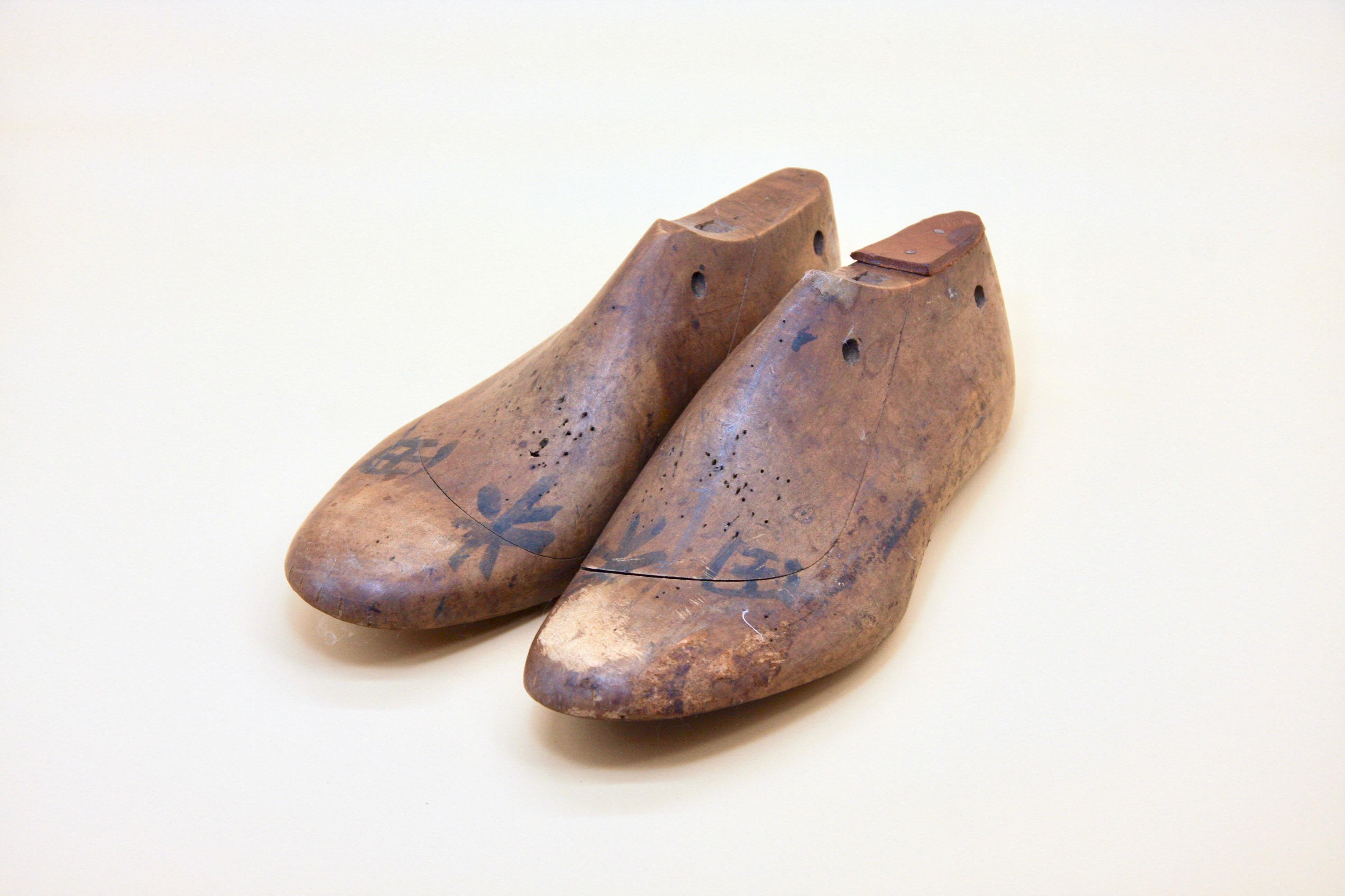 立岡靴工房の古い木型(リアル木製)を販売します
